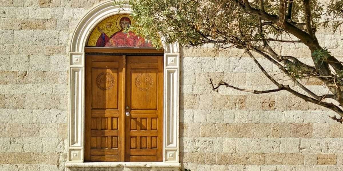 Viaggio in Montenegro Portone Chiesa