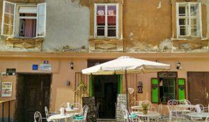 Vacanza nei Balcani ingresso ristorante
