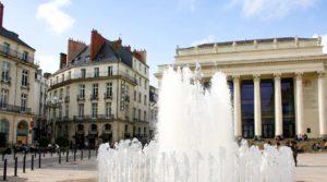 Cosa vedere a Nantes place Royale fontana